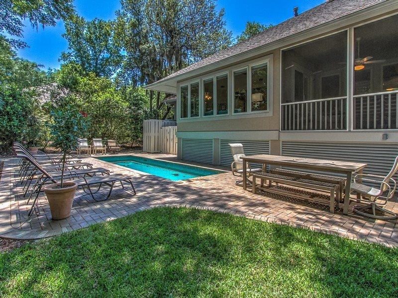 Private Pool and Spacious Screened Porch at 1 Strath Court - 1 Strath Court - Hilton Head - rentals