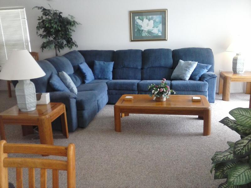 Main Living Area - 4 Bed 3 bath - Home away from home - Private pool - Davenport - rentals