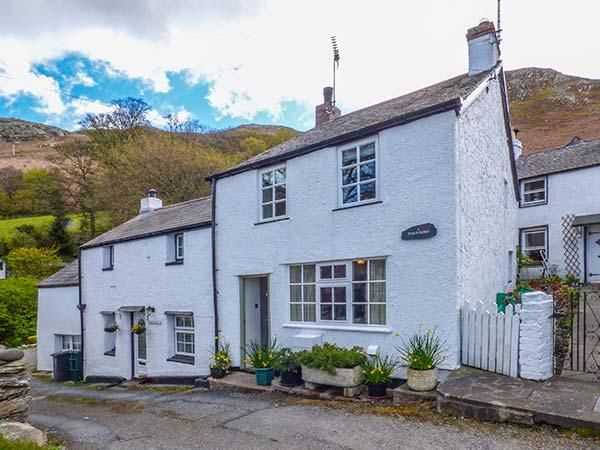 TAN Y BONT COTTAGE, enclosed courtyard, WiFi, character cottage, Penmaenmawr - Image 1 - Penmaenmawr - rentals