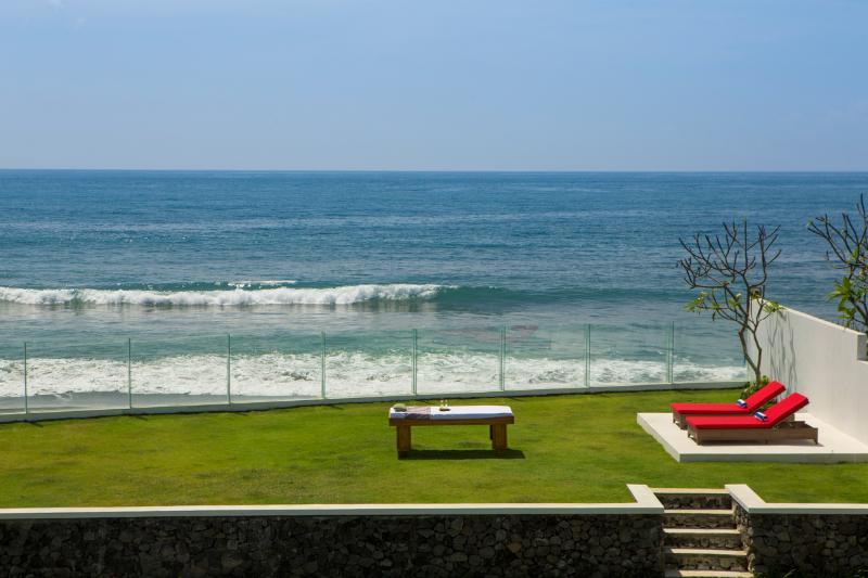 Absolute Beachfront Luxury Villa - Image 1 - Keramas - rentals