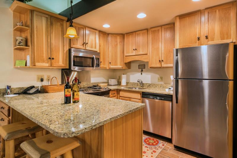 Storm Meadows: Club A, unit 212: Fully equipped kitchen - Club A. Ski-in/out. Pool. Shuttle. Disc Lift Tix* - Steamboat Springs - rentals
