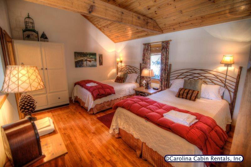 1BR Mountain Cottage in Yonahlossee Resort near Blowing Rock, Gas Log - Image 1 - Boone - rentals
