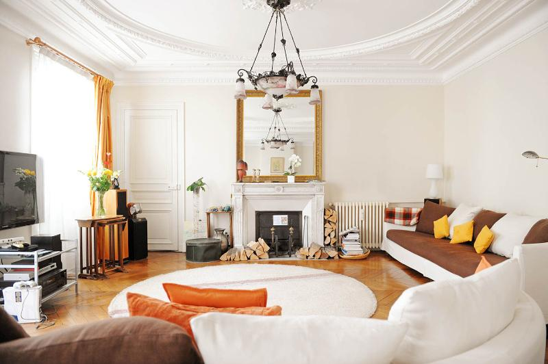 All Inclusive 3 Bedroom Apartment Near the Eiffel Tower - Image 1 - Paris - rentals
