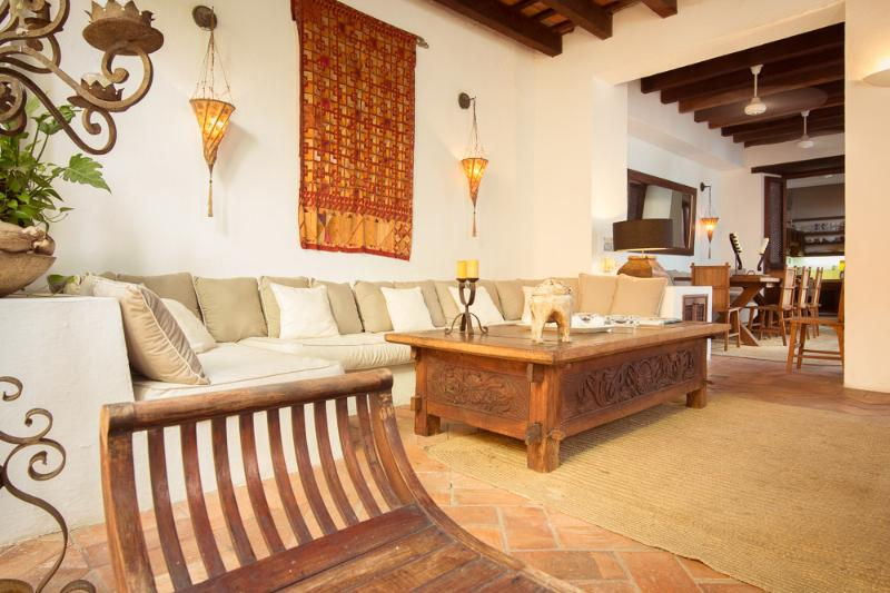 Cozy 3 Bedroom House in Old Town - Image 1 - Cartagena - rentals