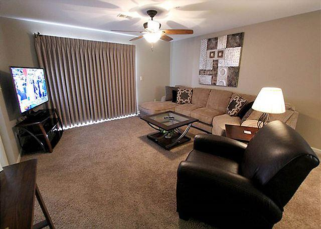 Living Room - View at the Foothills- 2 Bedroom, 2 Bath Condo in the Heart of Branson - Branson - rentals
