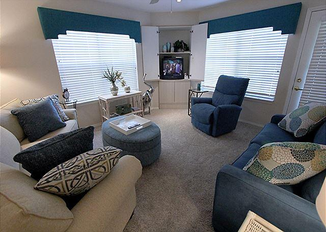 Living Room - Firefly Haven- 2 Bedroom, 2 Bath Condo located in Thousand Hills Golf Resort - Branson - rentals