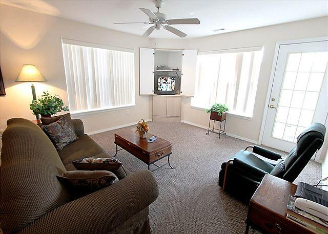 Living Room - Bogey Nights- 2 Bedroom, 2 Bath located in the Heart of Branson - Branson - rentals