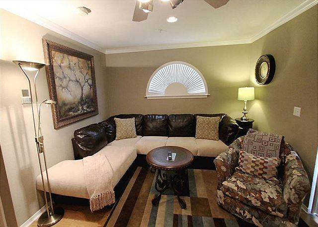 Living Room - Hideaway Place - 1 Bedroom Thousand Hills Champions Condo - Branson - rentals
