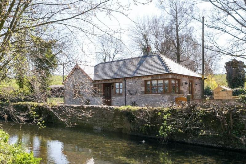 HAWTHORN COTTAGE, Stainton, Nr Kendal - Image 1 - Sedgwick - rentals