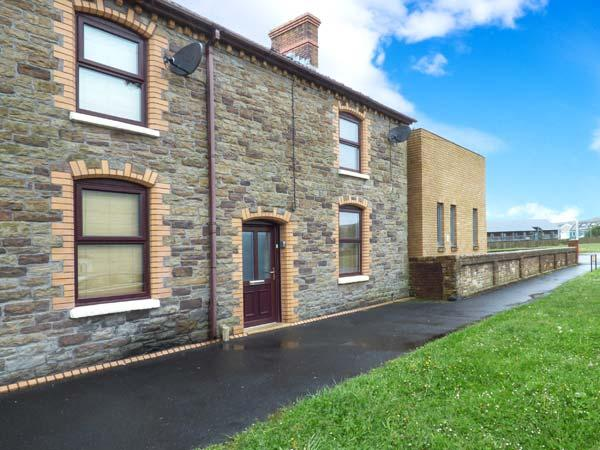 TY TWT, child-friendly, WiFi, enclosed garden, close to coast and amenities, Burry Port, Ref. 917195 - Image 1 - Burry Port - rentals