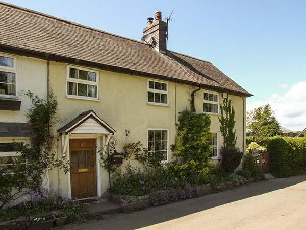 GEORGE COTTAGE, woodburner, WiFi, off road parking, pets welcome, enclosed garden, Clun, Ref. 918070 - Image 1 - Clun - rentals