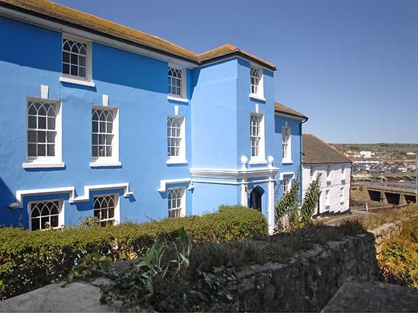 THE ABBEY, luxury semi-detached mansion, en-suites, open fire, quality - Image 1 - Penzance - rentals