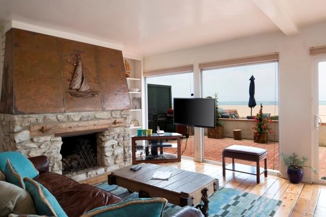 Spacious picturesque livingroom - Beach Front House in LA.. ON THE SAND!!! - Los Angeles - rentals