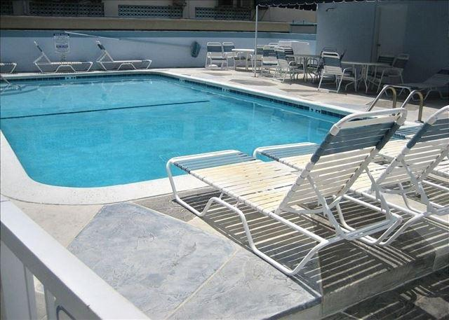 Windwood 303 You Can Have It All Beach Heated Pool Lg Balcony Grill 3/2 for 8 - Image 1 - Hollywood - rentals