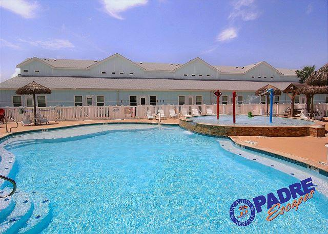 Sparkling saltwater pool at Nemo Cay Resort - This Beautiful Poolside property awaits your Arrival. - Corpus Christi - rentals