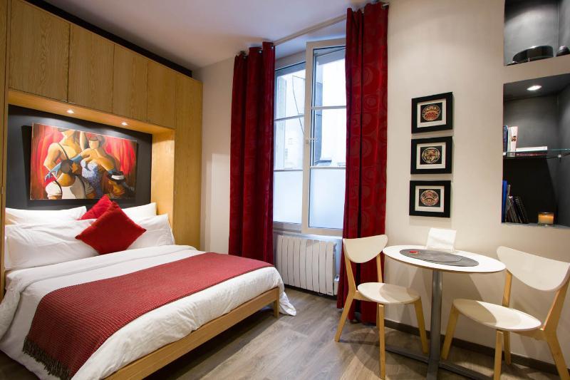 Studio at Couette et Caf� in Marais - Image 1 - Paris - rentals