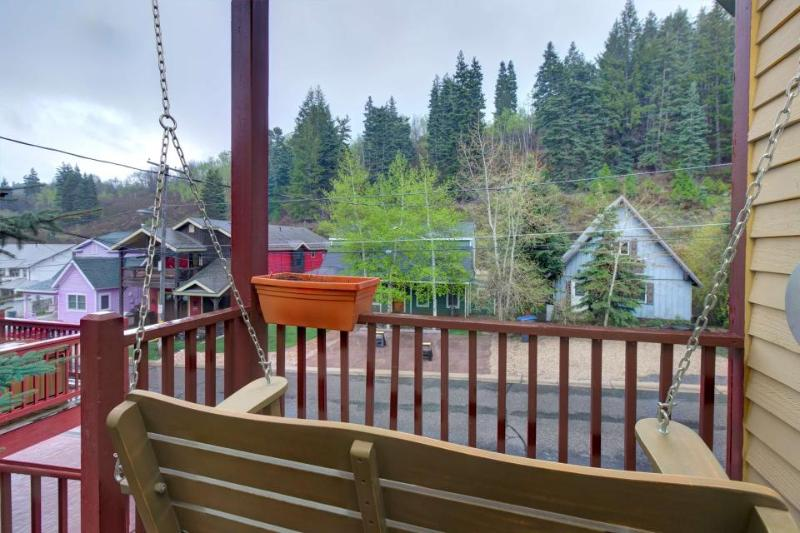 Colorful townhouse w/ hot tub, close to Main St. & slopes! - Image 1 - Park City - rentals