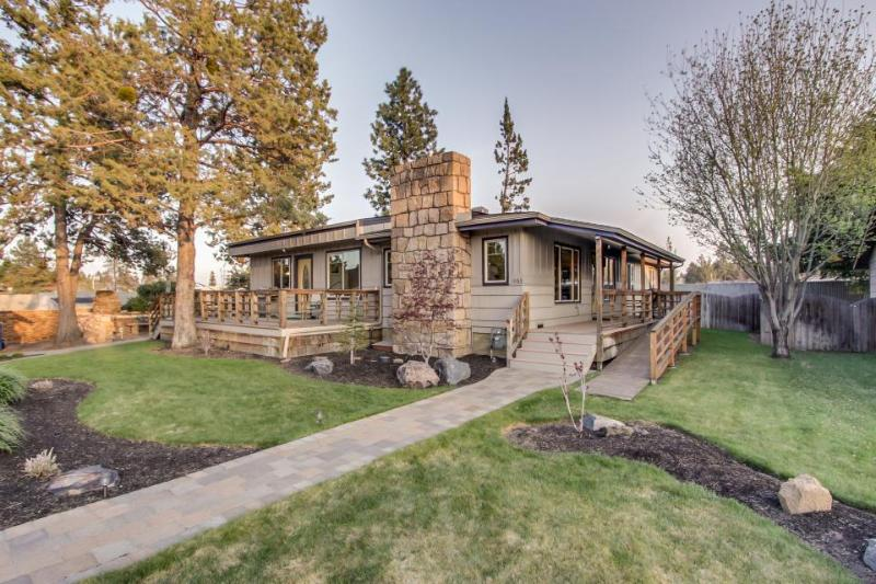 Mountain views from this lovely wheelchair-accessible home await! - Image 1 - Bend - rentals