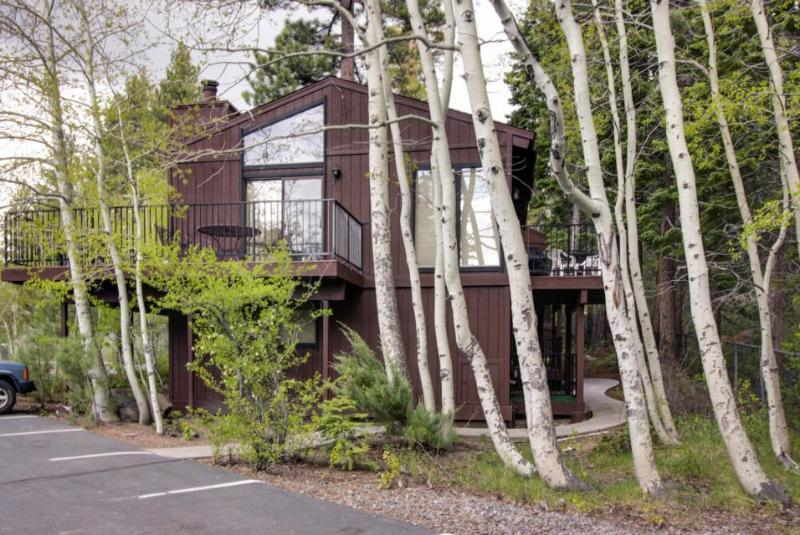 Lakeside condo with resort amenities, close to ski - Image 1 - Tahoe City - rentals