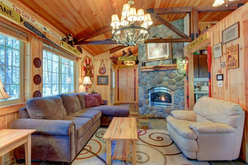 Charming cabin w/ private hot tub, SHARC passes, great location - dogs ok! - Image 1 - Sunriver - rentals