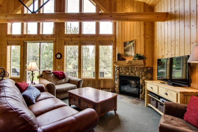 Luxurious resort attractions on the 18th green with shared hot tub! - Image 1 - Redmond - rentals
