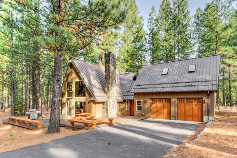 Gorgeous A-frame cabin on a 1/2 acre of land! Offers shared pool, hot tub, sauna - Image 1 - Black Butte Ranch - rentals