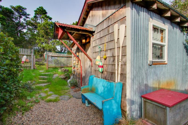Cozy & well-decorated cabin with close beach access and dog friendly! - Image 1 - Florence - rentals