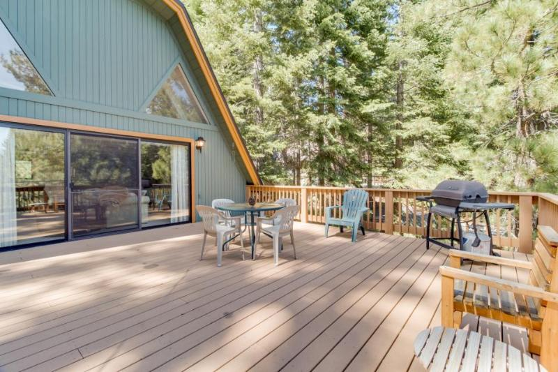 Family-friendly home with shared pool and access to the rec center! - Image 1 - Truckee - rentals