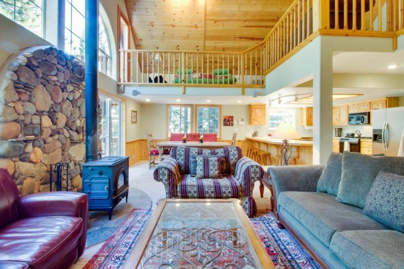 Roomy getaway with full Tahoe Donner amenities including a shared pool! - Image 1 - Truckee - rentals