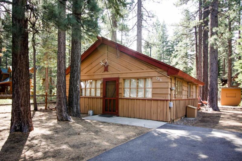 Warm, family-friendly mountain cabin with large yard, near trails & skiing! - Image 1 - South Lake Tahoe - rentals