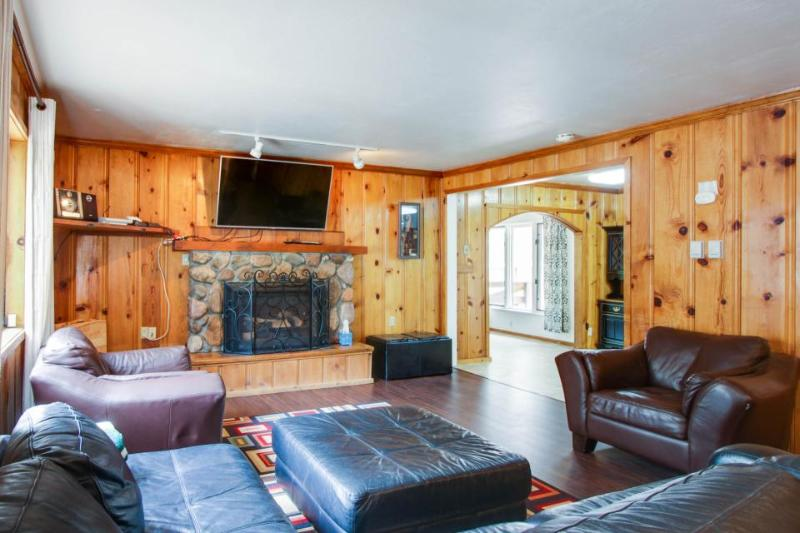 Cozy home with room for everyone - next to golf & close to great attractions! - Image 1 - South Lake Tahoe - rentals