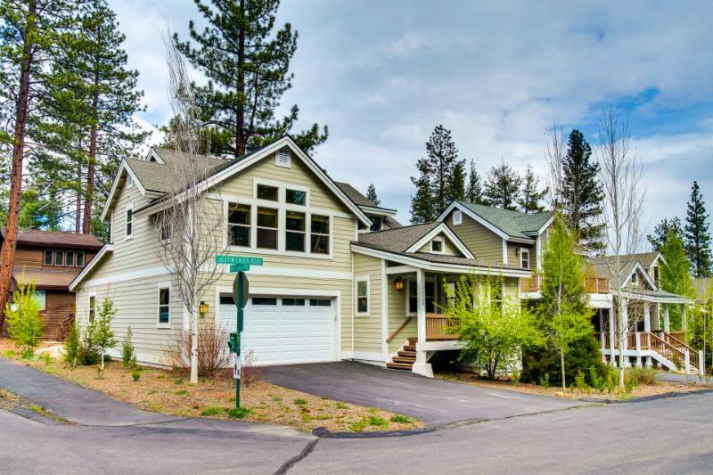 Room for the whole family, jetted tub, stone fireplace! - Image 1 - Truckee - rentals