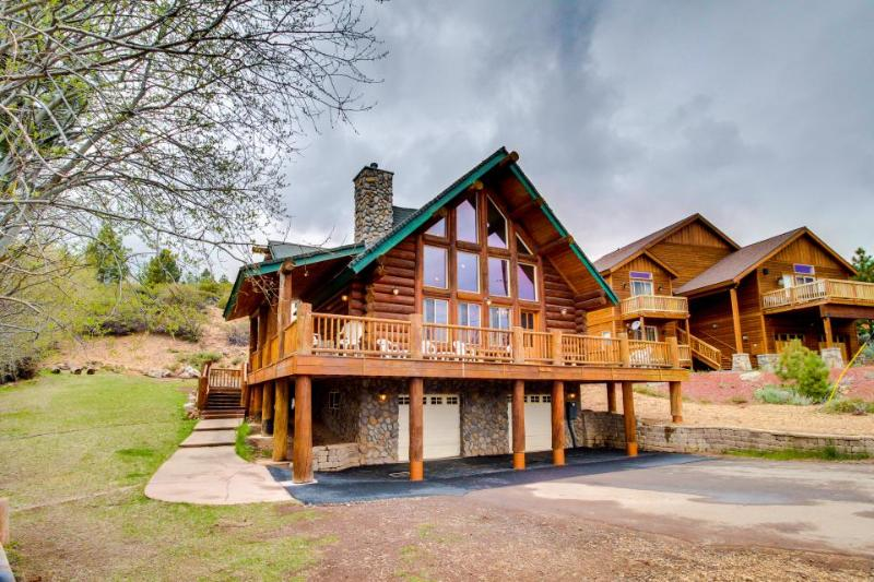 Gorgeous hand-built log home with mountain views, shared hot tub, & pool - Image 1 - Truckee - rentals