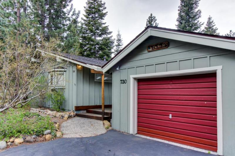 Private & cozy single-level home very close to town w/ trail access! - Image 1 - Tahoe City - rentals