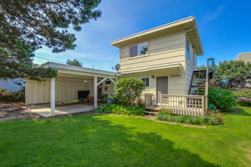 Cozy home with ocean view, entertainment & nearby beach access - Image 1 - Lincoln City - rentals