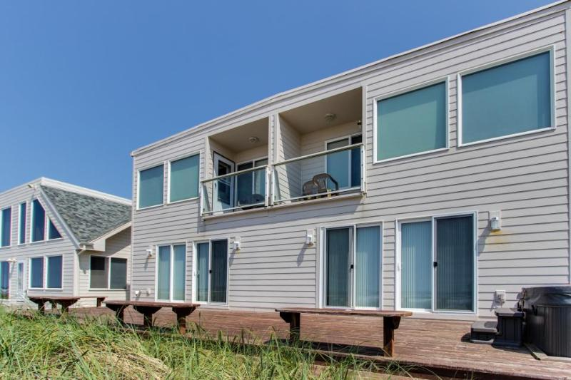 Charming, dog-friendly, waterfront beach home w/ patio & fireplace! - Image 1 - Rockaway Beach - rentals