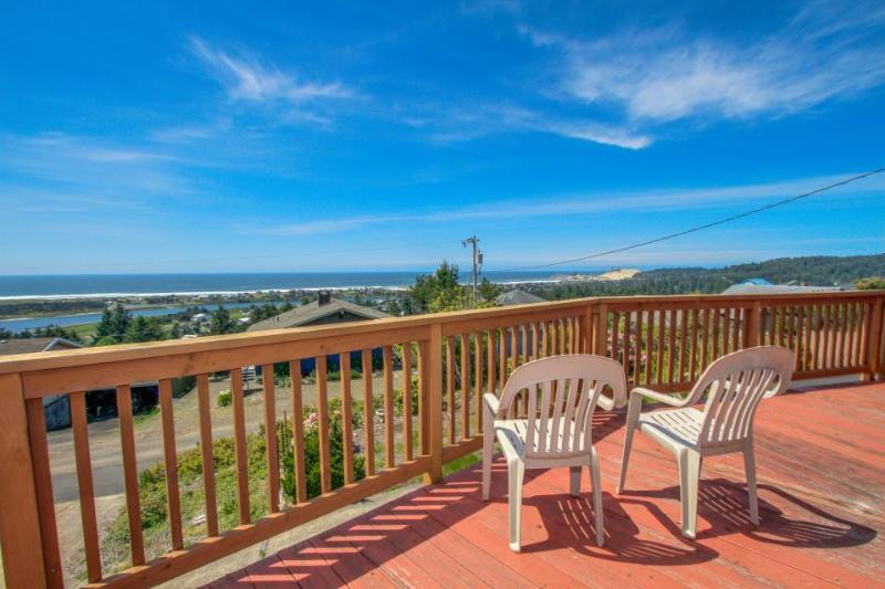 Spacious dog-friendly getaway w/ boat parking, perfect for 2 families! - Image 1 - Pacific City - rentals