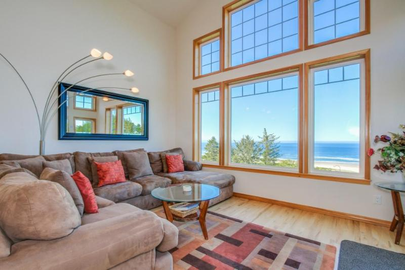 Lovely oceanfront home w/ a private hot tub, foosball & easy beach access! - Image 1 - Neskowin - rentals