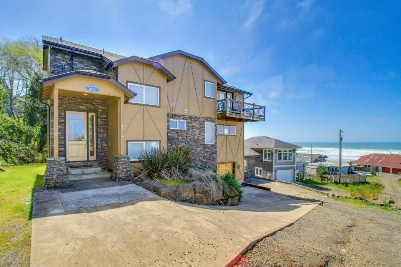 Gorgeous oceanview home 1 block from beach access - dog-friendly, too! - Image 1 - Lincoln City - rentals