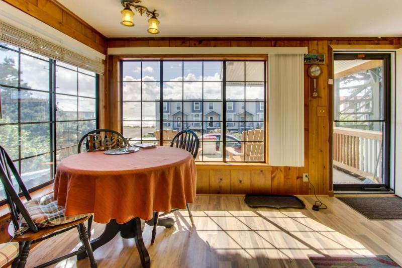 Cozy cottage with ocean views, elevated deck, close beach access! - Image 1 - Rockaway Beach - rentals