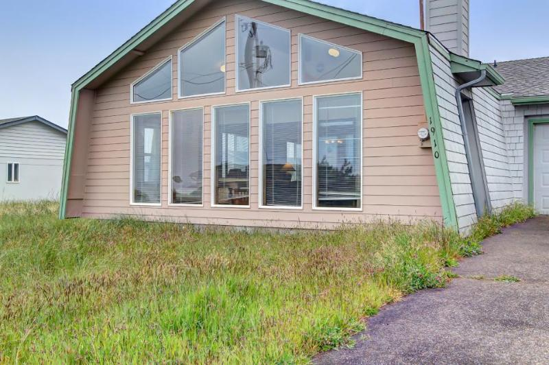 Sea Song - Walking Distance to Beach - Image 1 - Waldport - rentals