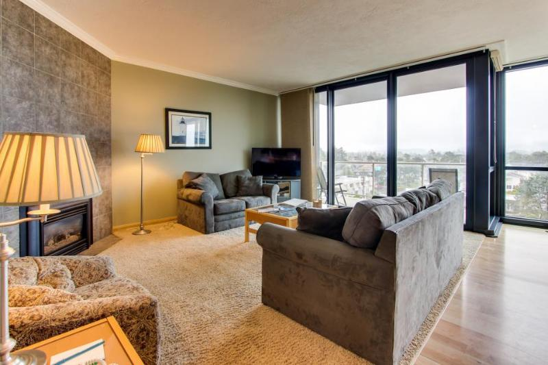 Dog-friendly condo with beautiful views, cozy fireplace, and shared pool! - Image 1 - Seaside - rentals
