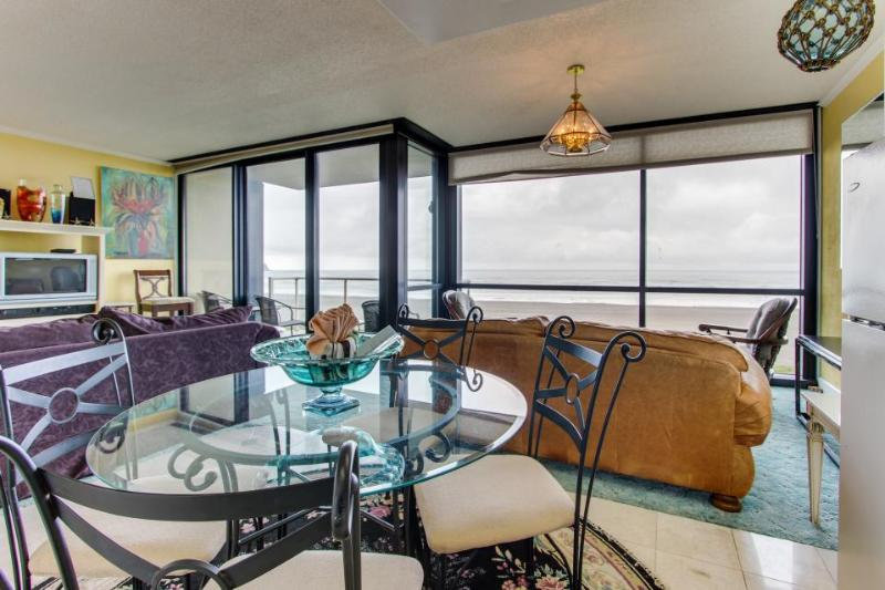 Oceanfront condo with shared pool and sauna, close to beach! - Image 1 - Seaside - rentals