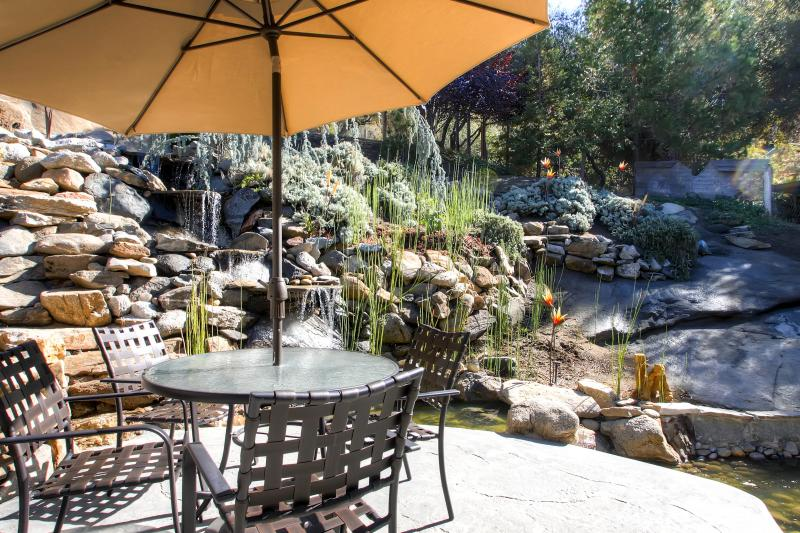 Granite waterfall outside the master bedroom - Fishermens Oasis,HOT TUB, wifi, close to Yosemite! - Oakhurst - rentals