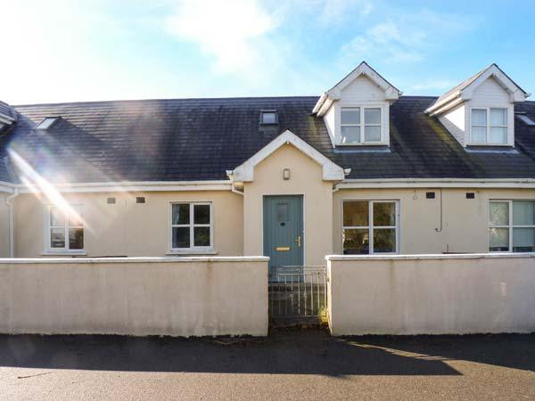 12 FAIRWAY DRIVE, moments from the beach, two bathrooms, near golf club, in Rosslare, Ref. 925833 - Image 1 - Rosslare - rentals