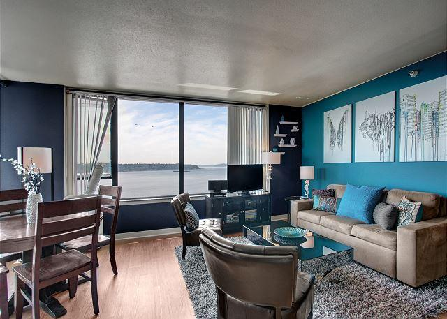Open living space with water views - Water Views and Amenities! Your ideal urban vacation with Sea to Sky Rentals - Seattle - rentals