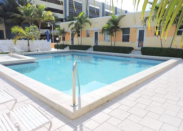 SPECACULAR OCEAN VIEW CONDO W/ POOL, FREE PARKING & WIFI, 1/1, 4 GUESTS - Image 1 - Hollywood - rentals