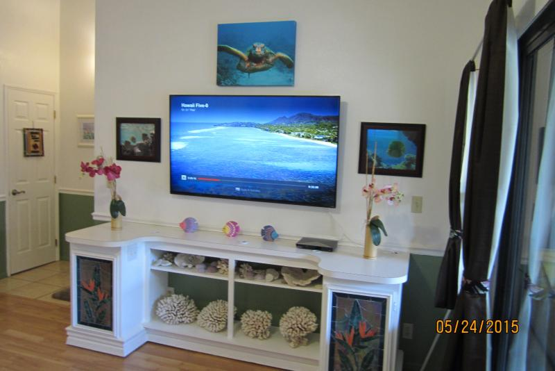 "Right side of living room with New 60"" LCD smart wi-fi TV & Blu-ray player added 5-24-2015 - Great condo steps to beach free wi-fi - Kihei - rentals"