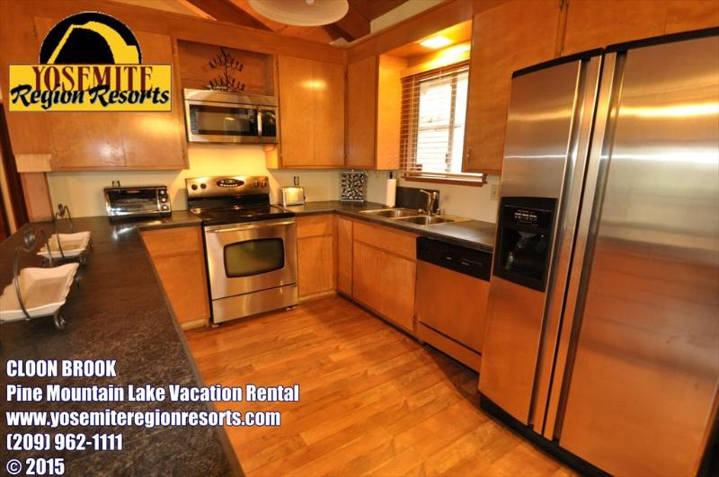 Unit 5 Lot 133, dog friendly Pine Mountain Lake vacation rental Cloon Brook - 1/4m> Pool & CountryClub DogOK WIFI 25m> Yosemite - Groveland - rentals