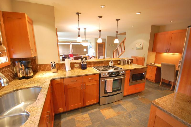 Granite counters and new stainless appliances - Oregon Coast Luxury, Pets Welcome, Walk To Beach! - Pacific City - rentals